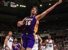 Los Lakers vencen a Sacramento con 20 puntos de Gasol