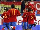 España ganó a Argentina por 2-1 con doblete de Xabi Alonso y gol de Messi