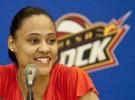 Marion Jones cambia el atletismo por el baloncesto