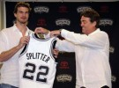 Tiago Splitter es presentado por San Antonio Spurs mientras que la operación Calderón-Charlotte Bobcats se cancela