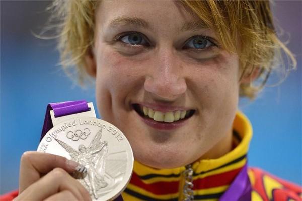 Mireia Belmonte con su segunda medalla de plata