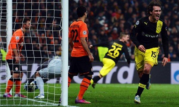 Hummels acerca al Borussia a los cuartos de final