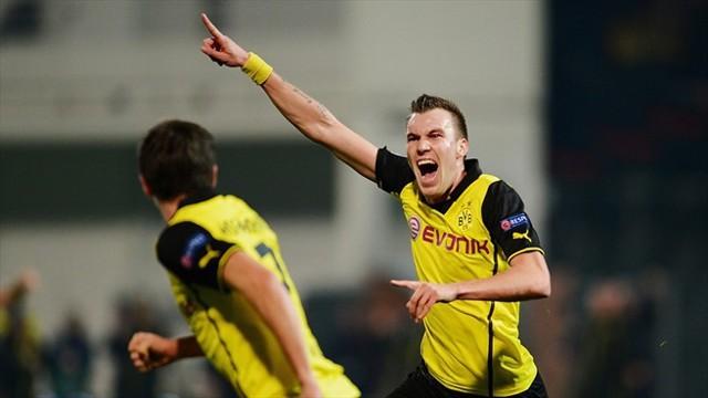 El gol de Grosskreutz mete al Borussia en octavos y como primero de grupo