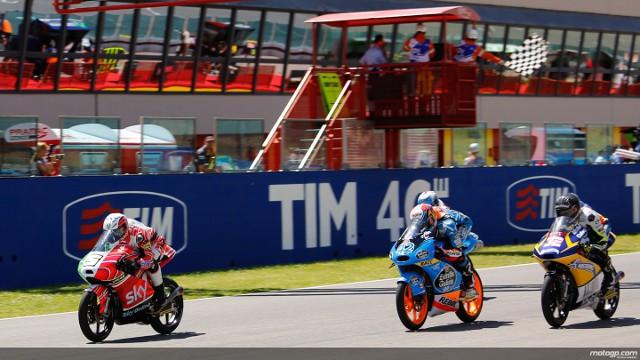 Fenati venció la carrera más igualada de Moto3
