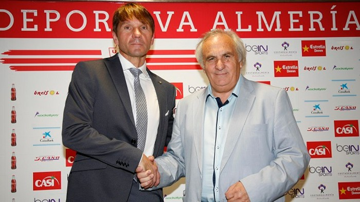 El Almería le da a Carrillo la oportunidad de entrenar en España