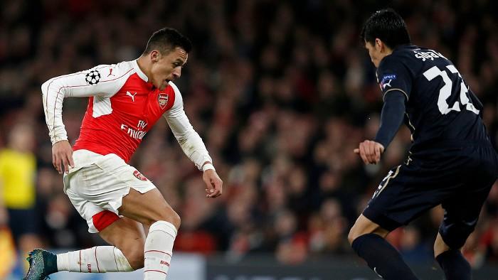 Alexis anotó dos goles en la victoria del Arsenal