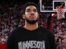 NBA: Karl Anthony Towns recibe por fin su premio al rookie del año