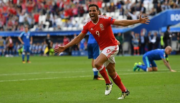 Gales sumó su primer triunfo con un gol de Robson-Kanu