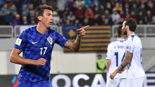 Mandzukic hizo un hattrick en Kosovo