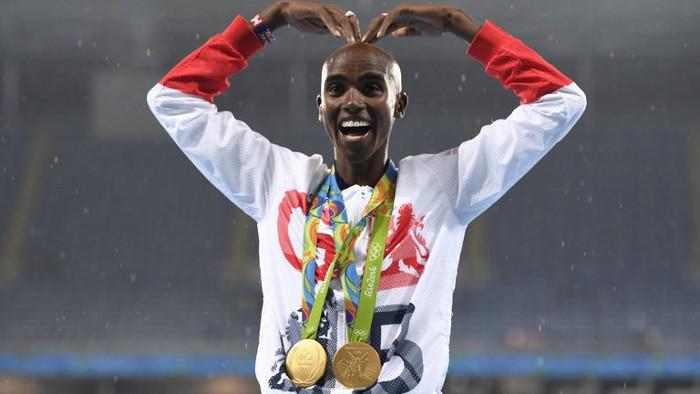 Mo Farah con sus dos medallas ganadas en Río 2016