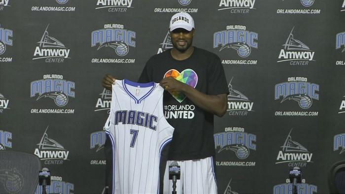 Ibaka con su nuevo equipo, los Orlando Magic