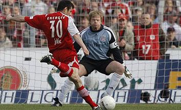 Kahn en la derrota del Bayern frente al Energie Cottbus