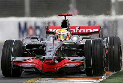 Hamilton consigue la pole en Australia