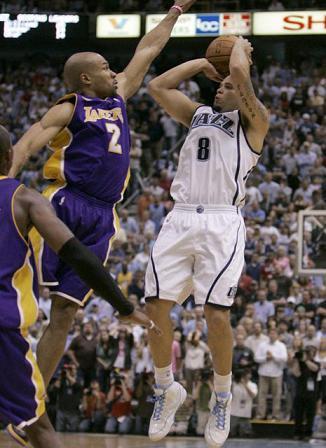 Deron Williams hizo un gran cuarto partido ante los Lakers