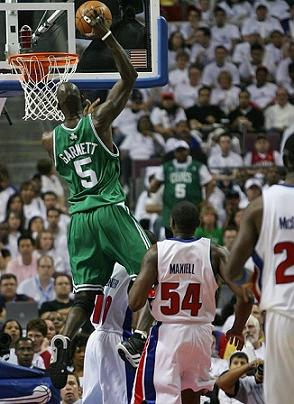 Kevin Garnett fue decisivo en la victoria de los Celtics en Detroit