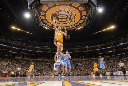 Pau Gasol fue decisivo en la victoria de los Lakers en el cuarto partido ante Utah Jazz