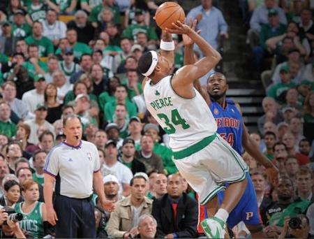 Paul Pierce en el partido contra los Detroit Pistons