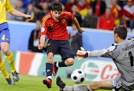 David Villa dio a España el pase a cuartos con su gol ante Suecia