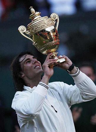 Rafa Nadal gana en Wimbledon tras derrotar a Roger Federer