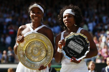 Venus Williams derrota a su hermana Serena en la final de Wimbledon
