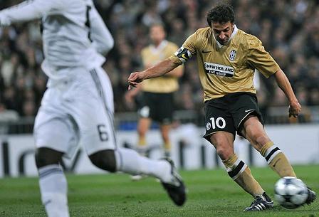 Del Piero marco dos goles en el Bernabeu