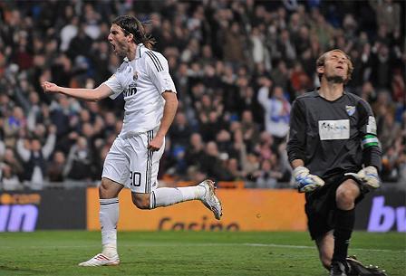 Gonzalo Higuain consiguio cuatro goles frente al Malaga