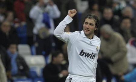 El Real Madrid ganó por la mínima al Racing de Santander con gol de Higuaín