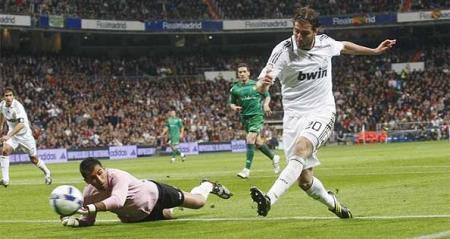 Higuain abrio el marcador en la goleada del Real Madrid ante el Betis