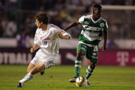 Carlos Darwin marcó dos goles para Santos Laguna