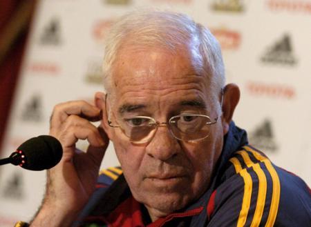 Luis Aragonés cambiará el chandal por los micrófonos