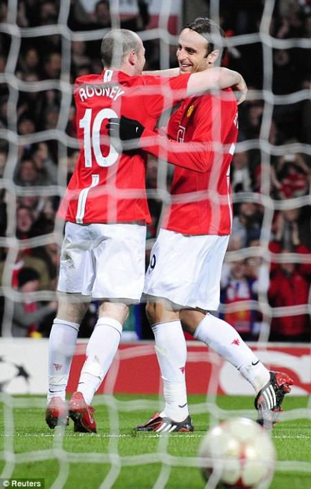 Rooney volvió a marcar para poner líder al Manchester