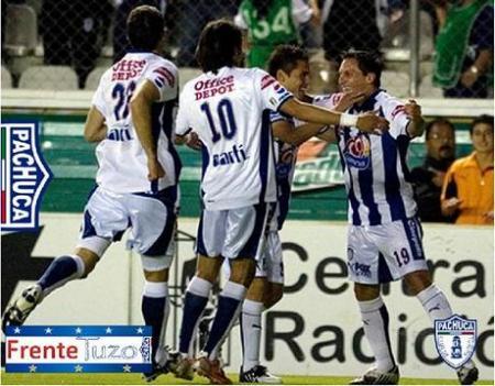 El Pachuca con su goleador Giménez en un partido anterior recibe al Toluca