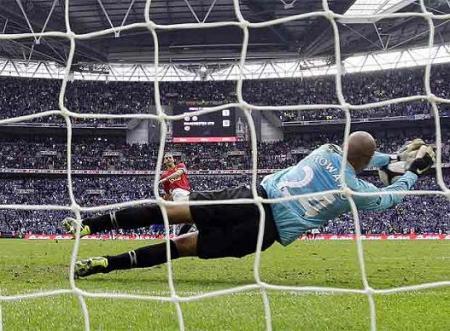 Howard clasificó al Everton en los penaltis frente al Manchester