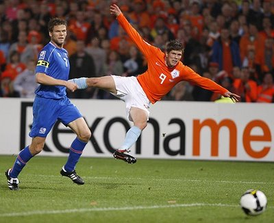 Huntelaar volvió a marcar con Holanda