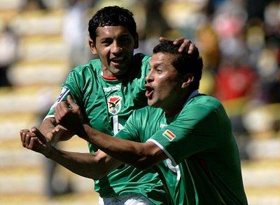 Joaquín Botero lideró la victoria boliviana con un hat-trick