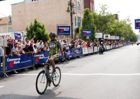 Óscar Sevilla ganó la etapa en Gijón.