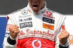 Hamilton gana en Hungría mientras que Alonso se ve obligado a abandonar