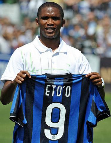 Samuel Etoo fue presentado como nuevo jugador del Inter de Milán