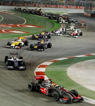 Lewis Hamilton gana en Singapur y Alonso se hace con la tercera plaza