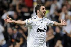El Real Madrid gana por 6-0 al Zaragoza con dobletes de Higuaín y Van der Vaart