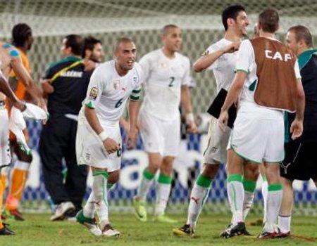 Los jugadores de Argelia celebran la victoria ante Costa de Marfil que los mete en semifinales