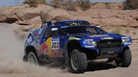 Carlos Sainz se acerca a su primer triunfo en el Dakar
