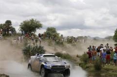 Dakar 2010 Etapa 3: Peterhansel gana en coches, Sainz es 2º y a Nani Roma se le espera tras caer en un agujero