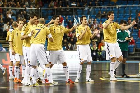 A Javi Rodríguez le anularon un gol de penalty, pero España estará en semifinales