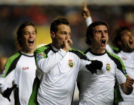 Xisco celebra el primer gol que anotó en el Osasuna - Racing