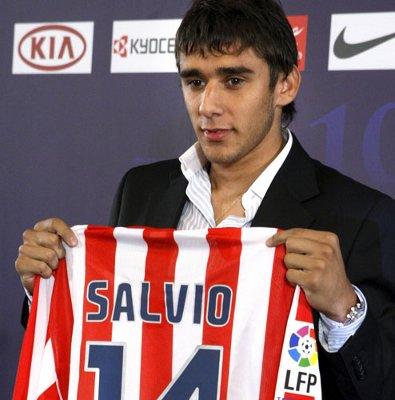 Así de feliz posaba Salvio con la camiseta del Atlético de Madrid