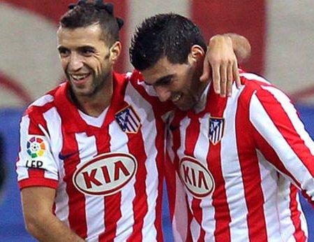 Simao y Reyes abrieron la cuenta de la goleada del Atlético sobre el Racing