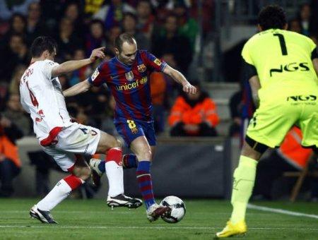Iniesta participó en las dos jugadas de gol frente al Osasuna