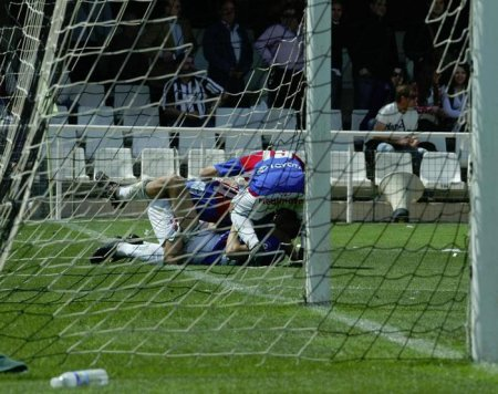 Los jugadores del Elche hacen piña tras uno de los goles conseguidos ante el Cartagena