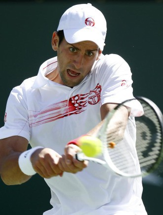 Djokovic sufre para avanzar en Indian Wells